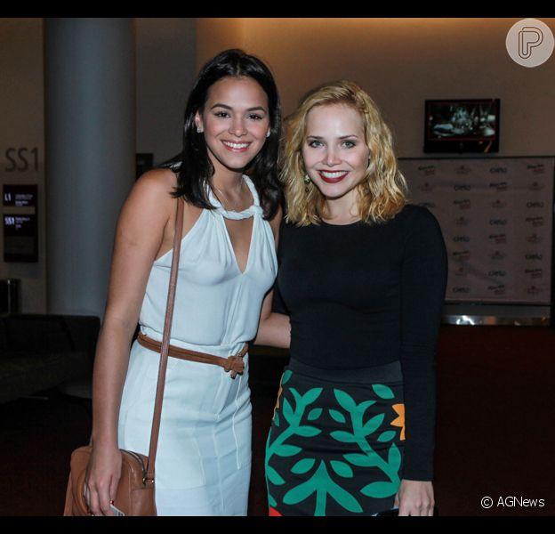 Letícia Colin comenta série com Bruna Marquezine: 'Cenas quentes, com nudez'