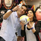 Fernanda Paes Leme tieta Giba em shopping: 'Pedi para autografar bola de vôlei'