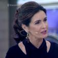 Fátima Bernardes  escolheu uma blusa preta, com manga sino e recortes da grife Alphorria para apresentar o 'Encontro'