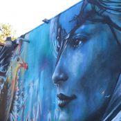 Claudia Leitte tem o rosto grafitado em pintura de rua nos EUA: 'Belezura'