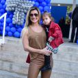 Mirella Santos foi acompanhada da filha, Valentina, ao aniversário de Luca
