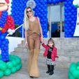 Mirella Santos foi acompanhada da filha, Valentina, ao aniversário de Luca, em São Paulo