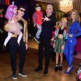 Rodrigo Faro, Veral Viel e filhas posam com Alexandre Correa, marido de Ana Hickmann, e Jr., filho da apresentadora, de 2 anos
