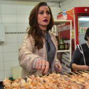 Sabrina Sato vende churrasco na porta do show de Ivete Sangalo: 'Servidos?'