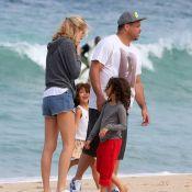 Ronaldo e a namorada, Celina Locks, se divertem com as filhas dele em praia