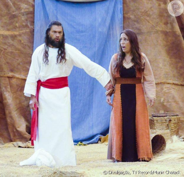 Corá (Vitor Hugo) e Bina (Kátia Moraes) são engolidos quando a terra se abre, nos últimos capítulos da novela 'Os Dez Mandamentos - Nova Temporada'