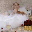 Os dois comemoraram a vitória com champagne e banho de banheira