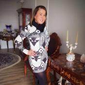 Zilu Godoi retoma rotina após passar por cirurgia no queixo: 'Vamos trabalhar'