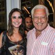 Antonio Fagundes e a namorada, Alexandra Martins, costumam ser vistos passeando pelo Rio de Janeiro, mas, de acordo com colunista do 'Uol', o ator desistiu de almoçar em um restaurante da cidade por conta do assédio do público que assiste a novela 'Velho Chico'