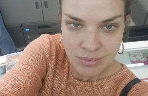 Letícia Birkheuer rebate crítica por foto sem maquiagem: 'Correria do dia a dia'
