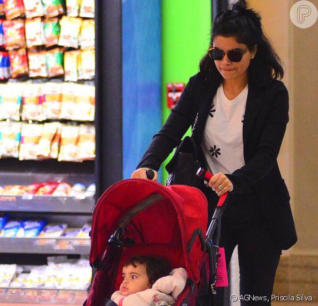 Vanessa Giácomo embarcou com a filha, Maria, de 1 ano e 5 meses, no aeroporto Santos Dumont, no Rio de Janeiro, nesta quinta-feira, 23 de junho de 2016