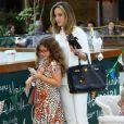 Isabella foi ao shopping com a mãe, Ana Furtado, na tarde desta sexta-feira, 24 de junho de 2016