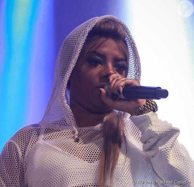 Ludmilla ousou no look para se apresentar na festa junina da Associação Portuguesa, em São Paulo, na noite deste sábado, 25 de junho de 2016