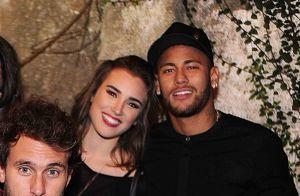 13a6988a03393 Neymar posa ao lado de Marcela Fetter