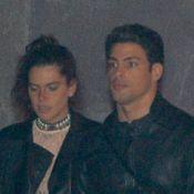 Cauã Reymond e a namorada, Mariana Goldfarb, curtem festival de música em SP