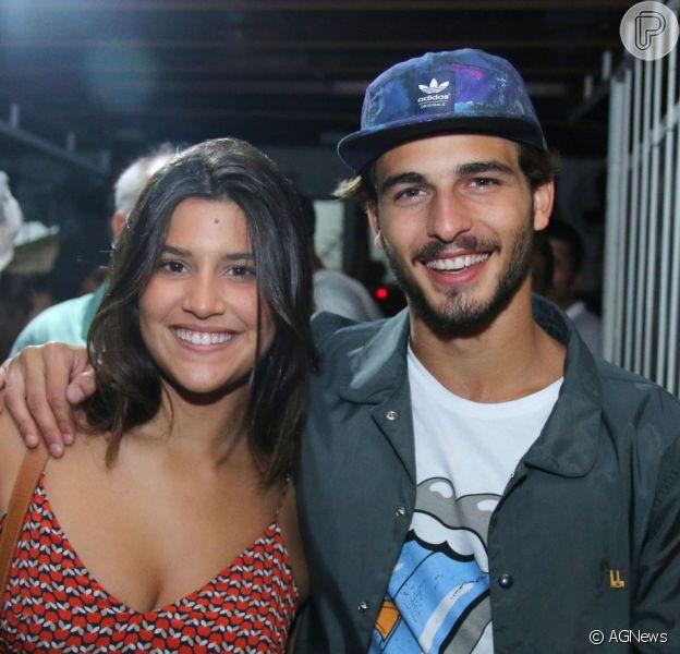 Giulia Costa e Brenno Leone, colegas de elenco em 'Malhação - Seu Lugar no Mundo', terminaram o namoro assumido em março de 201'6