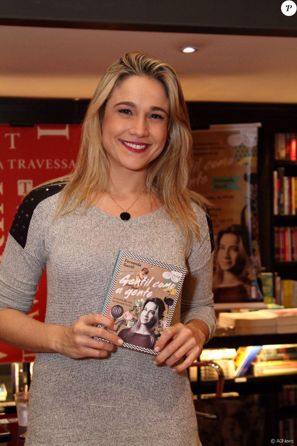 Fernanda Gentil, separada há 3 meses, não descarta viver novo amor em entrevista durante estreia de musical nesta segunda-feira, dia 27 de junho de 2016