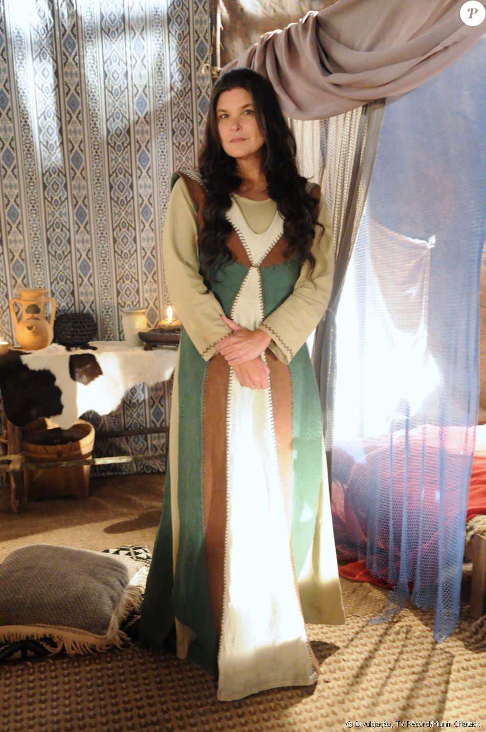 Mara (Cristiana Oliveira) é uma mulher falsa, manipuladora, amarga e ambiciosa. Casada com Aiúde (Fábio Villa Verde) e mãe de Ioná (Day Mesquita) e tenta fazer a jovem se separar do marido, Elói (Claudio Gabriel), na novela 'A Terra Prometida'