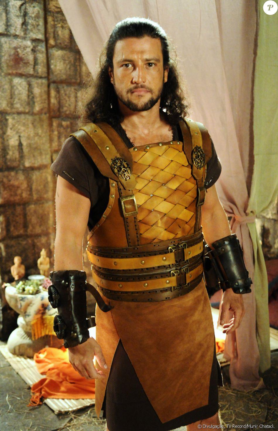 Maquir (Alexandre Slaviero) é o soldado de temperamento rebelde que engravida Livana (Letícia Medina), na novela 'A Terra Prometida'