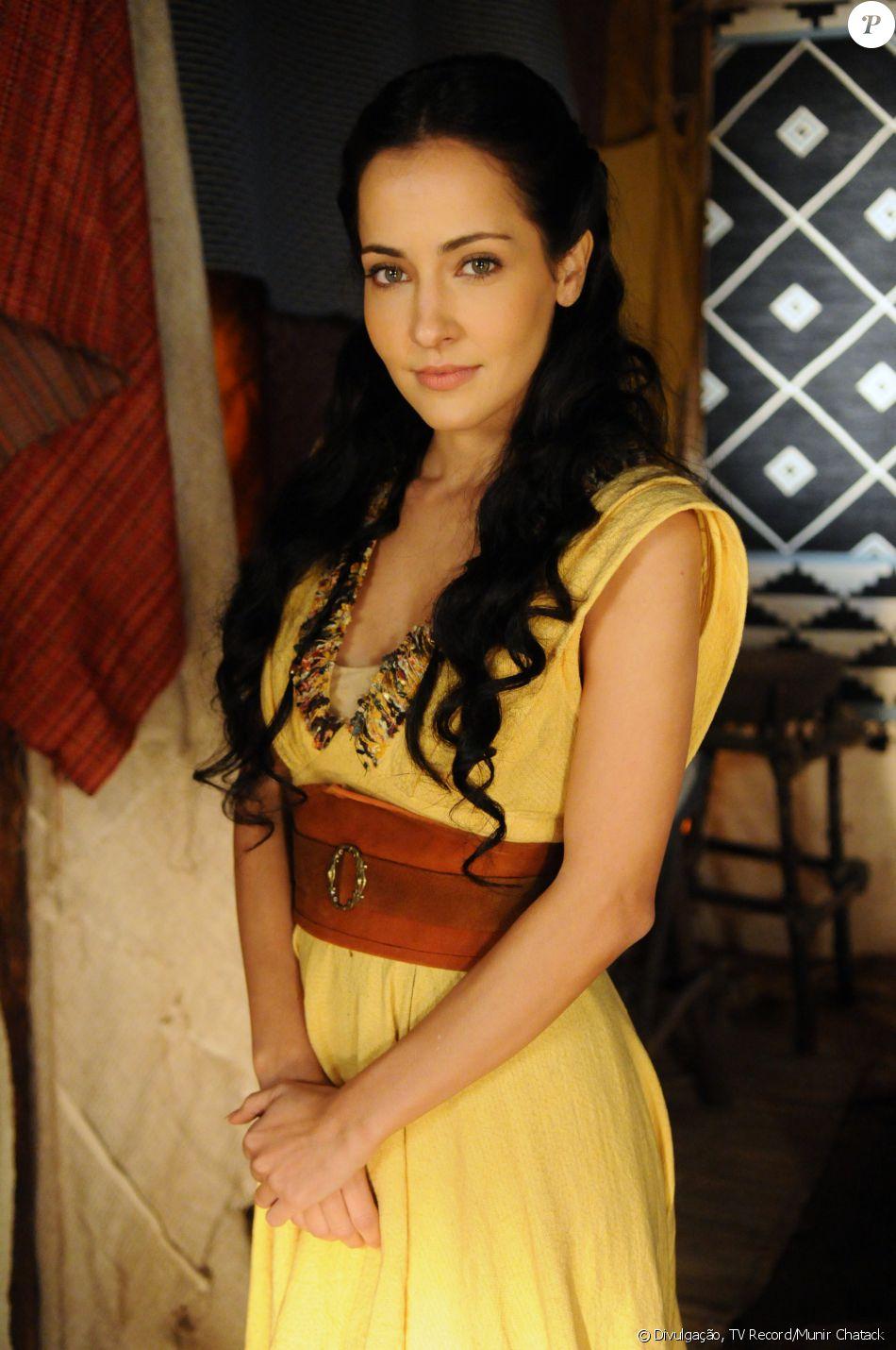 Jéssica (Mytê Piragibe) é noiva de Salmon (Rafael Sardão), mas acaba trocada por Raabe (Miriam Freeland). Se apaixona por Iru (Guilherme Boury), na novela 'A Terra Prometida'