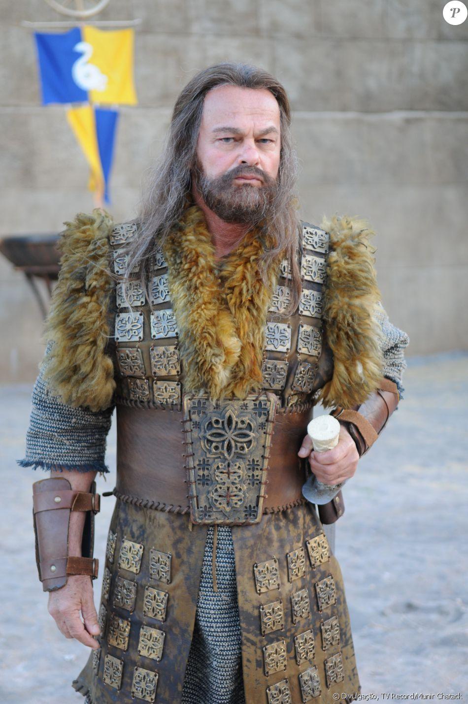 Acã (Kadu Moliterno) é um guerreiro que trai o povo hebreu para os cananeus, na novela 'A Terra Prometida'