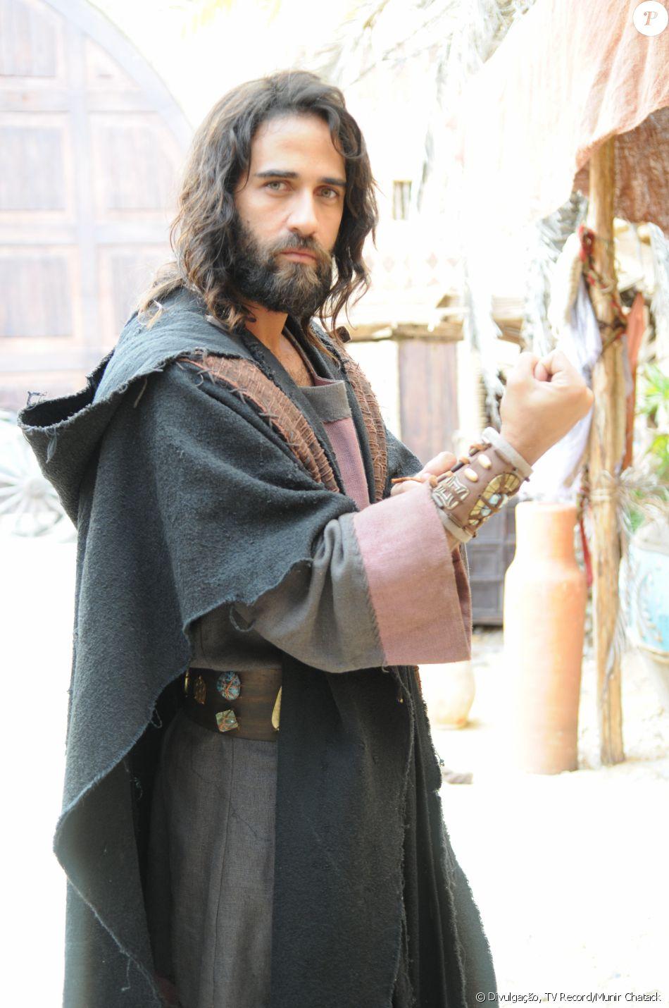 Salmon (Rafael Sardão) é o espião enviado por Josué (Sidney Sampaio) a Canaã. Vai se apaixonar por Raabe (Miriam Freeland), na novela 'A Terra Prometida'