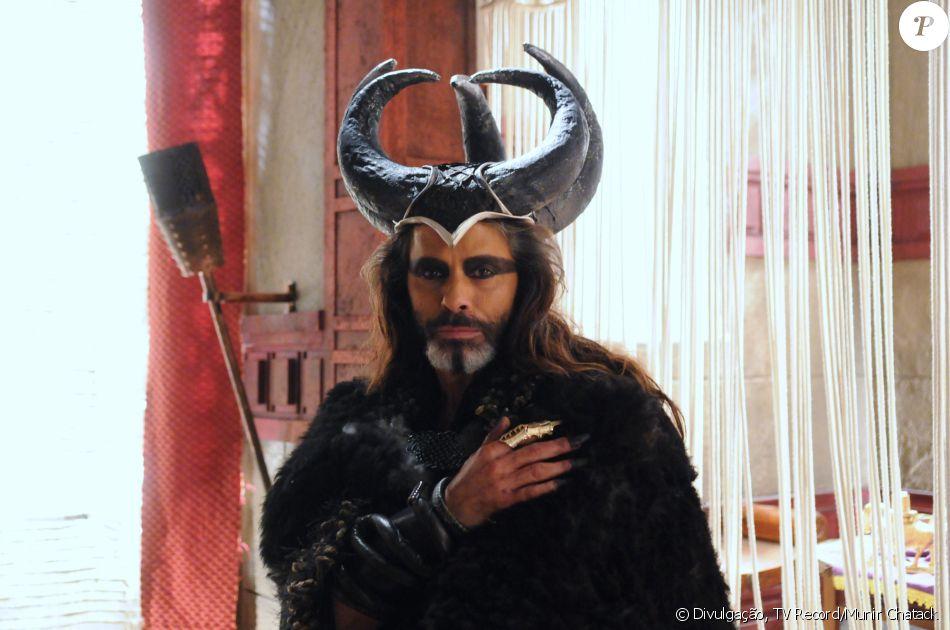 Merodaque (Marcos Winter) é o sacerdote de Jericó. Realiza rituais macabros, na novela 'A Terra Prometida'