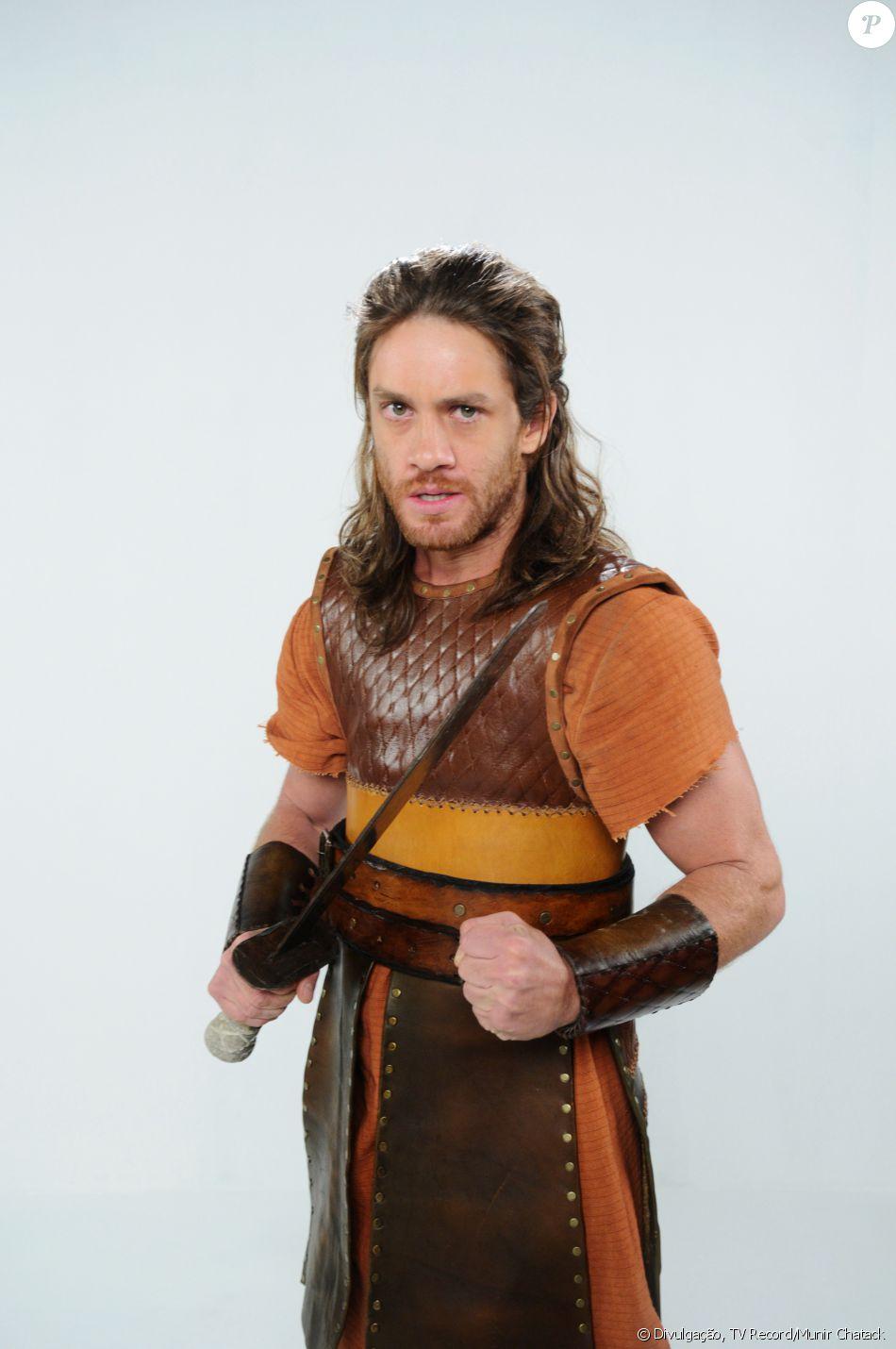 Otniel (Leonardo Miggiorin) é subemestimado pelos outros guerreiros que se torna o primeiro Juiz de Israel, na novela 'A Terra Prometida'