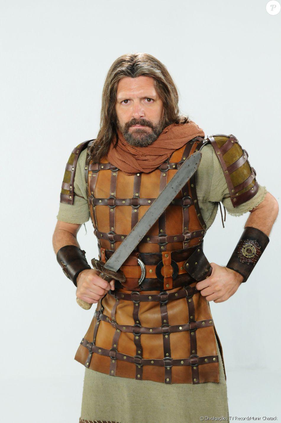 Aiúde (Fábio Villa Verde) lidera a tribo Aser. É um general correto, contudo manipulado pela mulher, Mara (Cristiana Oliveira), na novela 'A Terra Prometida'