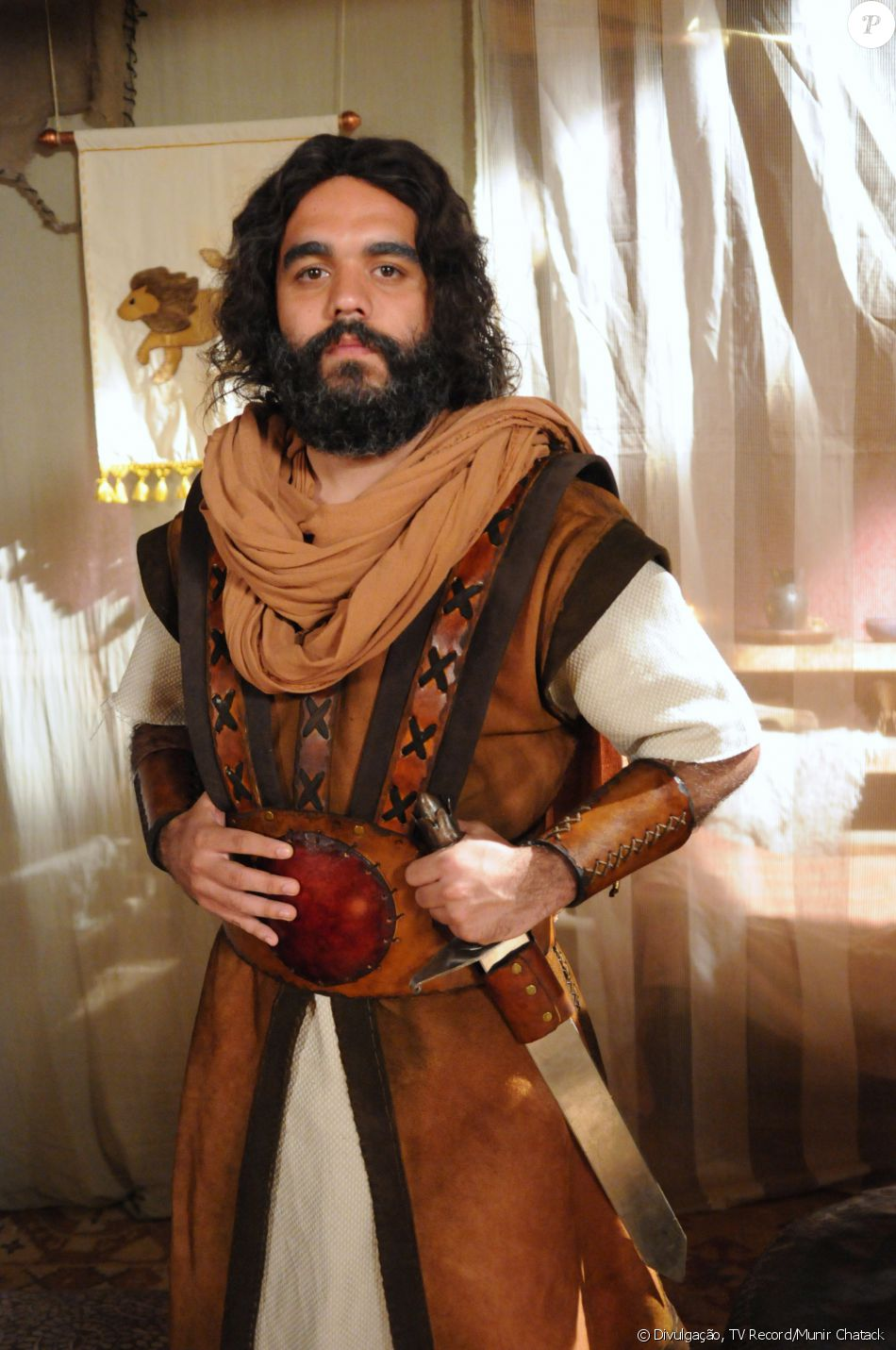 Elizafã (Armando Amaral) é o líder da tribo Zebulom, na novela 'A Terra Prometida'