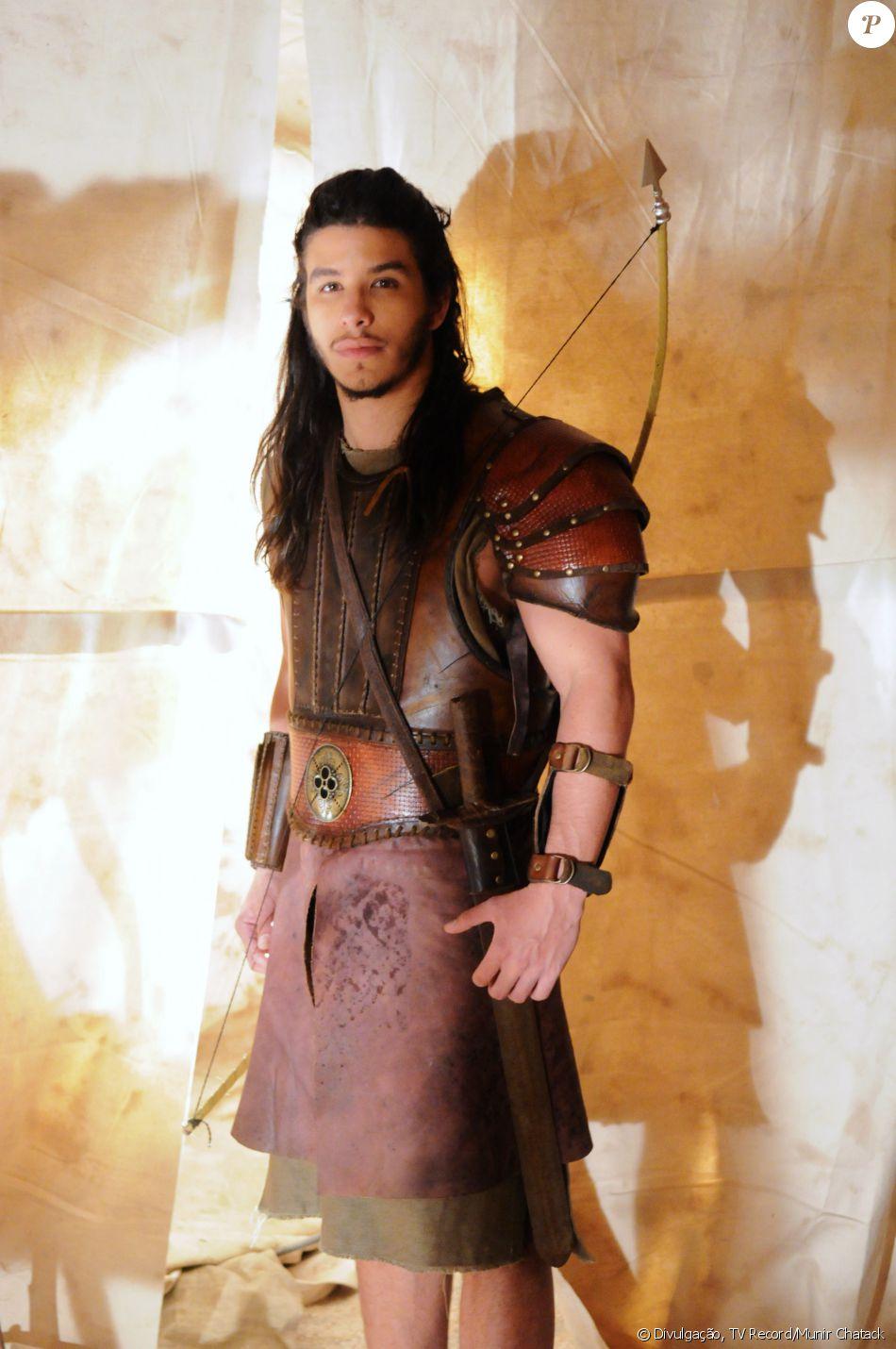 Zaqueu (Ricky Tavares) é o líder dos caçadores da tribo Enfraim e noivo de Chaia (Juliana Boller). Acredita que matou Aruna (Thais Melchior) e, por isso, passa a se esconder, na novela 'A Terra Prometida'