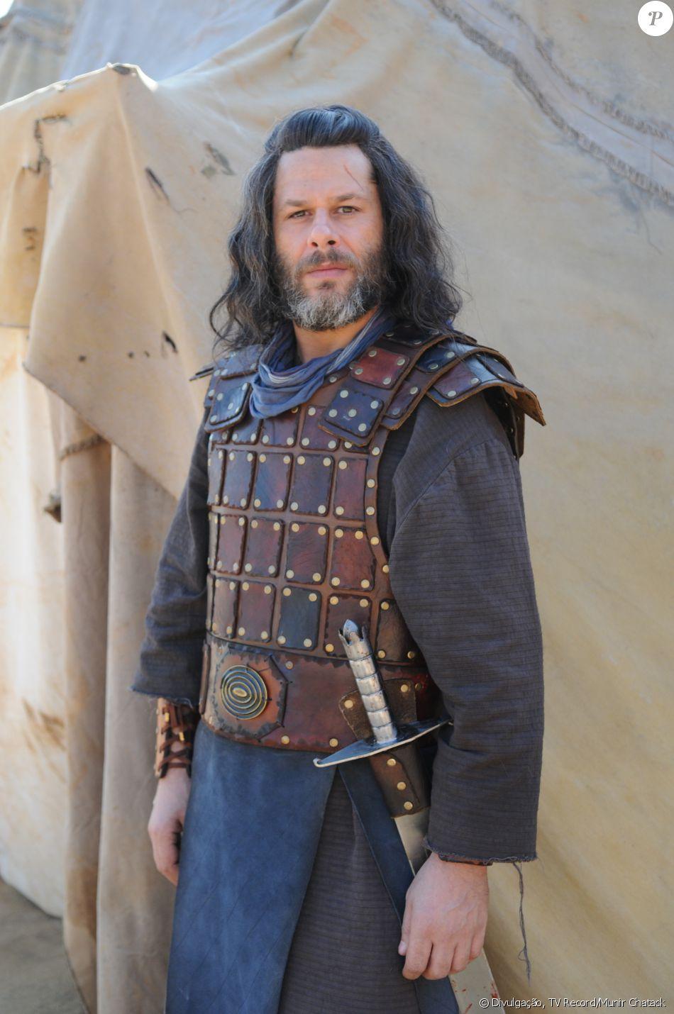 Samuel (Guggo Morales) lidera a tribo Simeão, na novela 'A Terra Prometida'