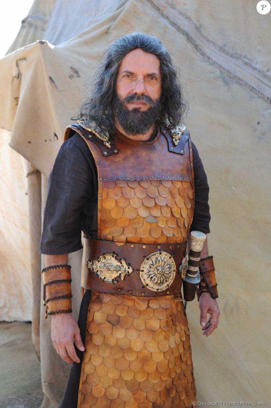 Paltiel (Lino Corrêa) lidera a tribo Issacar e é fiel a Josué (Sidney Sampaio), na novela 'A Terra Prometida'