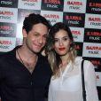 Rainer Cadete, no ar na novela 'Êta Mundo Bom!', conferiu o show de Ivete Sangalo na companhia da namorada, Taianne Raveli