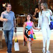 Boninho desfila corpo magro em passeio com Ana Furtado e a filha. Veja fotos!