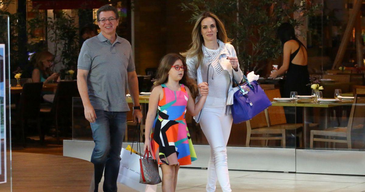Boninho, ao lado da mulher, Ana Furtado, e da filha ... Jennifer Aniston Brad Pitt