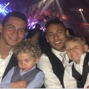 Neymar usa máscara de Batman em festa que foi com o filho David Lucca. Fotos!