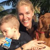 Ana Hickmann faz caminhada ao lado do filho, com curativo, após machucar a testa