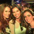 Depois de apresentar o Festival Villa Mix, em Goiânia, Mariana Rios curtiu o evento com as amigas. Dentre as pessoas do grupo inseparável da atriz, está Renata Goldfarb, prima de Mariana Goldfarb
