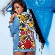 Em outra foto, Anitta usa jaqueta jeans e deixa parte do bumbum à mostra