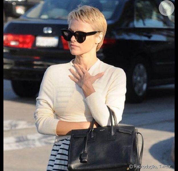 Pamela Anderson adota corte estilo Joãozinho após anos usando cabelo longo