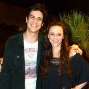 Mateus Solano e sua mulher, Paula Braun, prestigiam lançamento de livro no Rio