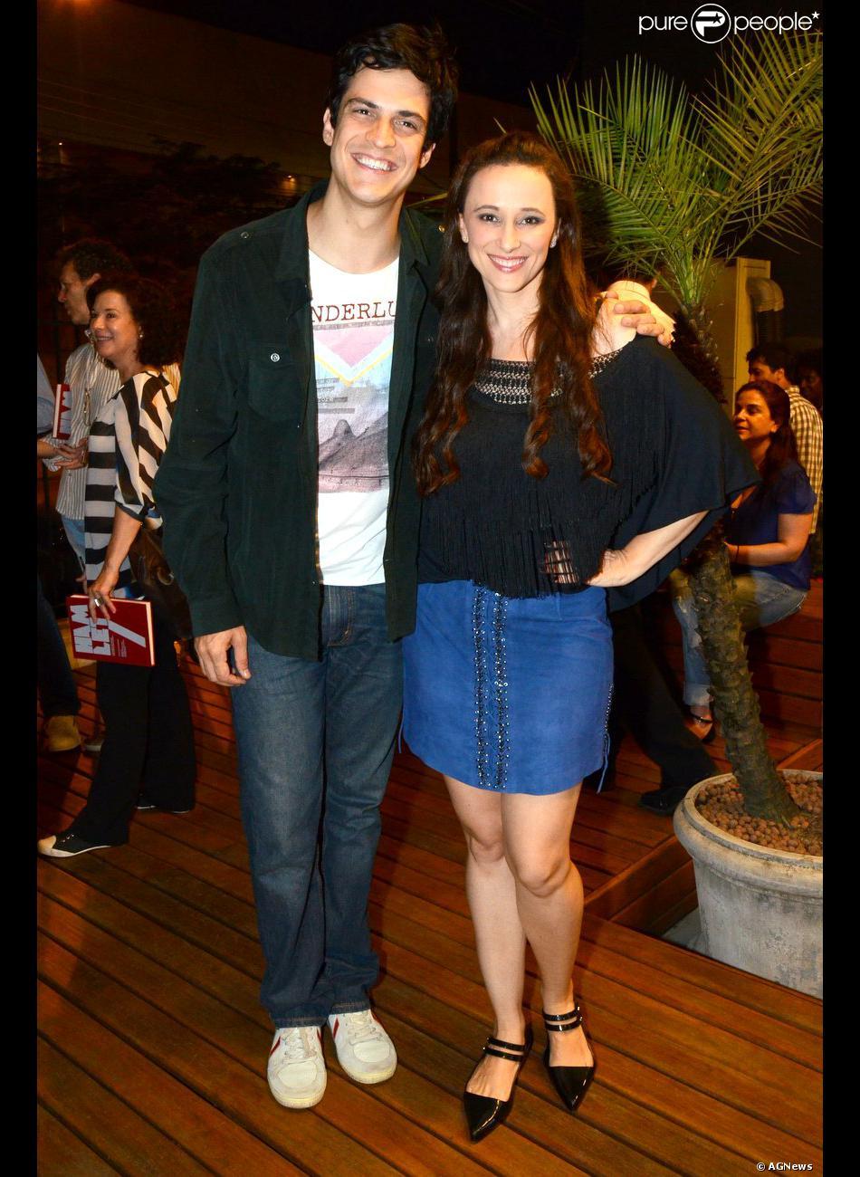 Mateus Solano e sua mulher, Paula Braun, prestigiam lançamento de livro 'Hamlet', em Botafogo, Zona Sul do Rio de Janeiro, nesta segunda-feira, 18 de novembro de 2013
