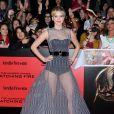 Jennifer Lawrence ausa vestido de alta-costura da Dior em première de 'Jogos Vorazes - Em Chamas', em 18 de novembro de 2013