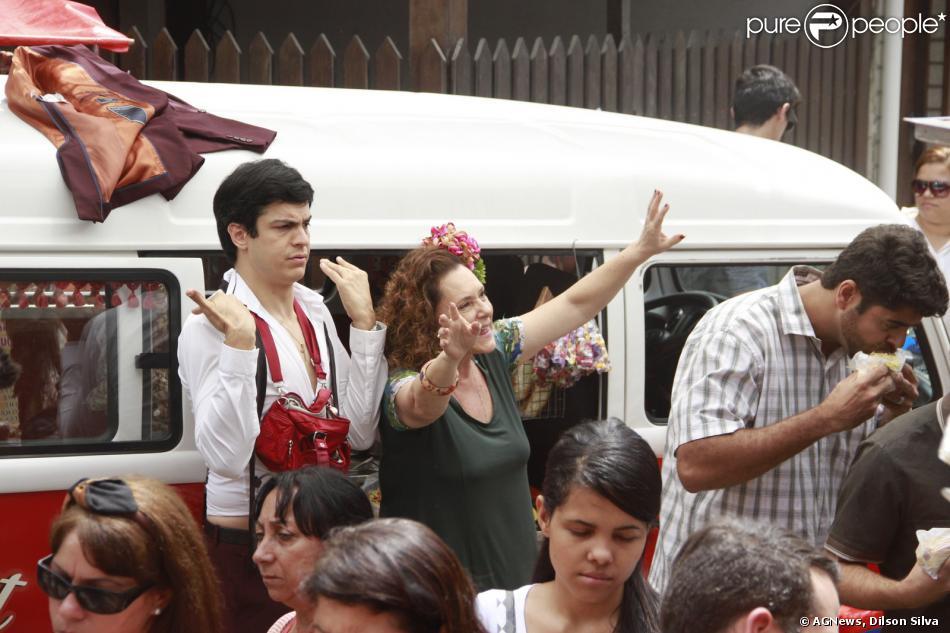 Na terça-feira, 19 de novembro de 2013, Mateus Solano e Elizabeth Savalla gravam no Recreio dos Bandeirantes no Rio de Janiero, uma cena de 'Amor à Vida'