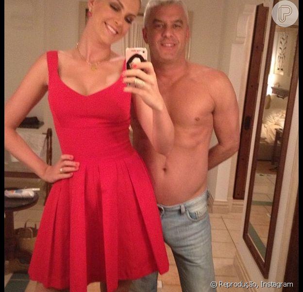Ana Hickmann publica foto ao lado do marido, Alexandre Correa, sem camisa durante viagem de férias nos Emirados Árabes Unidos, em 28 de dezembro de 2012