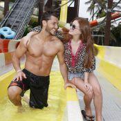 Klebber Toledo exibe boa forma ao lado de Marina Ruy Barbosa em parque aquático