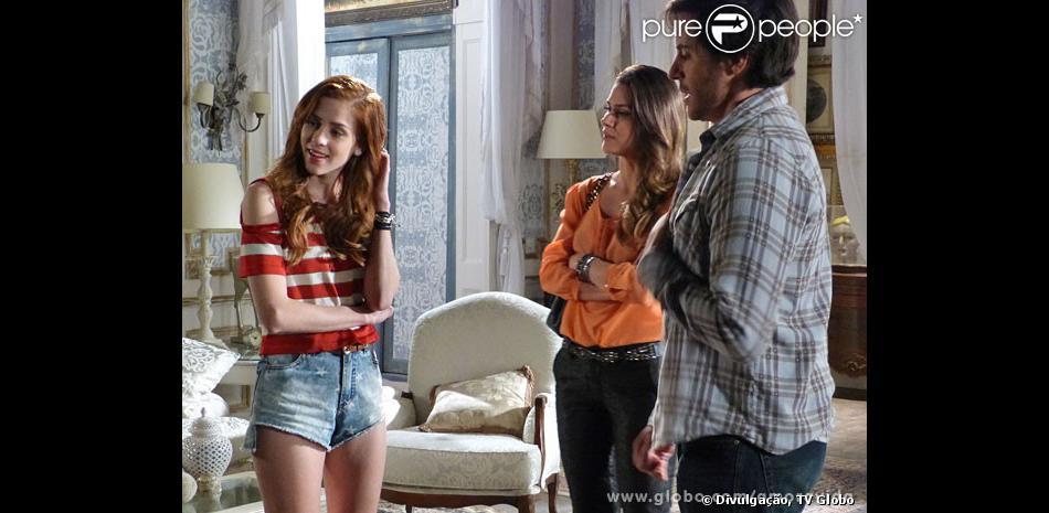 Natasha (Sophia Abrahão) exige que Thales (Ricardo Tozzi) coloque Leila (Fernanda Machado) para fora da mansão, em 'Amor à Vida', em dezembro de 2013