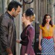 Dália (Tania Khalill) oferece ajuda a Ernest (José Wilker) para armar um flagrante de Iolanda (Carolina Dienckmann) e Mundo (Domingos Montagner) e fazer com que a moça seja presa por adultério, em 'Joia Rara'