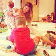 Vivian Lake e Benjamin Brady brincaram com a mãe, Gisele Bündchen, que definiu o dia ao lado dos filhinhos como 'domingo perfeito', no dia 30 de junho de 2013